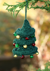 Ravelry-twisted-christmas-tree_small_best_fit