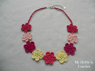 Crochet_flower_necklace2_small2