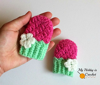 Crochet_baby_mittens_blooming_berry_-_free_crochet_pattern_small2