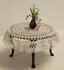 Crochet_miniature_tablecloth_small