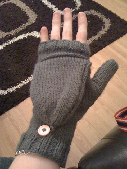 Ravelry: Two-needle simple convertible mitts pattern by Natalie Jubb