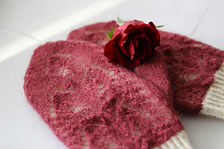 Rose_petals_on_snow21_small2