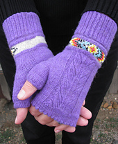 Indian_feather_fingerlessmitts_paironhands_small_best_fit