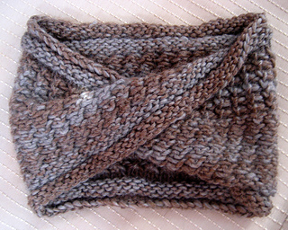 Twist_turn-design_2-the_cowl_small2