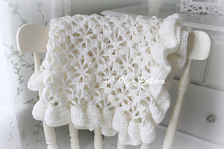 White_lace_baby_blanket_small2