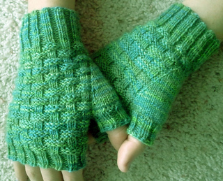 Fingerless_gloves_--_basketweave_hand_up_hand_down_small2