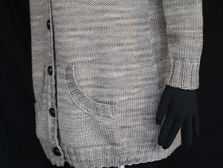 Long_sweater_pocket_detail_1_small2