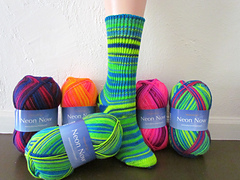 F533_neon_now_sock__small