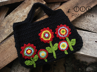 Ravelry: bag with applique flowers pattern by tlh patterns