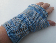 Winter_mitts_in_snow_small