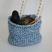 Basket_with_yarn_and_loom_half_shot_small_best_fit