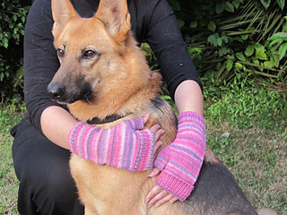 Pink_polwarth_mitts__1__small2