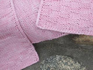 Pink_shawl_close_up__dscf_0302_small2