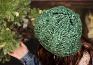 Knittingbee-knit-02_small2