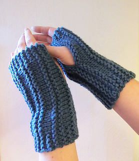 Ravelry: Easy Peasy Wrist Warmers pattern by Ruth Maddock