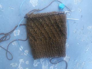 Slipped_stitch_knitted_socks_wip_small2