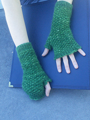 Spiralling_star_mitts_worn_two_hands_small