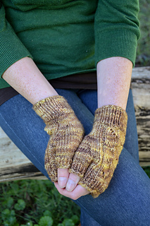 Whirligig-wrist-warmers__2_of_4__small2