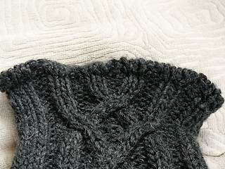 Cabled_leg_warmer_top_edge_detail_small2