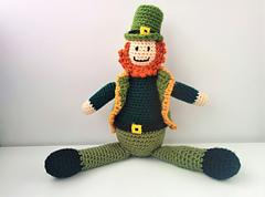 Crocheted_leprechaun_12_small