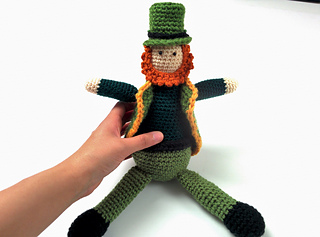 Crocheted_leprechaun_11_small2