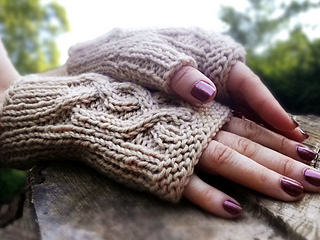 Cabled_handsies_shiri_designs_main_small2