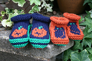0e25cdbec1b Halloween Baby Booties pattern by Sylvia Leake