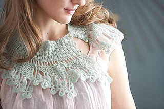 Fan-and-petal-neck-lace-2_small2