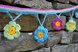 Crochet_flower_garland_002_small_best_fit