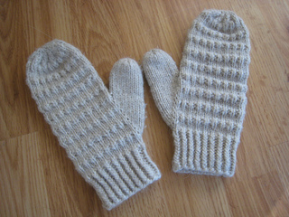 Corregated_mittens_004_small2