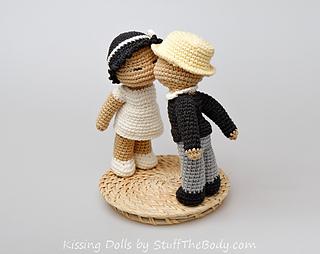 Kissingdolls5_small2