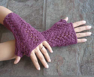 Fingerless_lace_gloves_500_small2