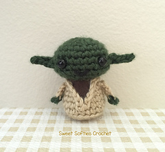https://www.ravelry.com/patterns/library/mini-star-wars-yoda