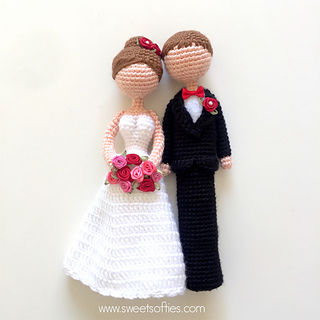http://www.sweetsofties.com/2017/09/loving-bride-and-groom-wedding-dolls.html