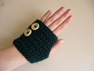 http://www.sweetsofties.com/2014/12/fun-and-marvelous-fingerless-mitts.html