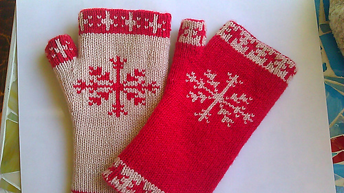 Ravelry Doubleknit Snowflake Fingerless Gloves Pattern By Tracy Leming