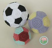 Amigurumi_football_medium___small_balls__2014_toma_creations_small_best_fit