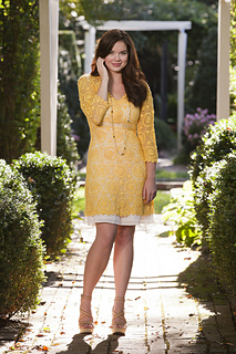 Sunflower_dress_in_garden_blog_small2