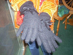 Black_gloves_small