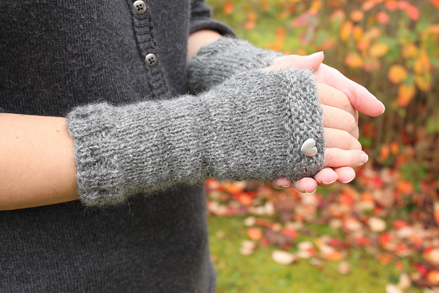 Ravelry Outlander Mrs Fitz Fingerless Gloves Pattern By Marie