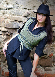 Large-cropped-vest_knitting_pattern_b_small2