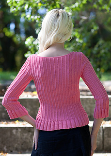 Large-pullover_with_ruffles_knitting_pattern_c_small2