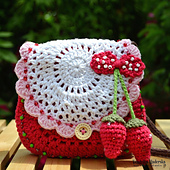Strawberry_purse_vendulkam_small_best_fit