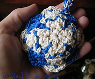 Azulejos_pincushion_crochet_2_small2