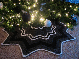 ravelry christmas tree skirt pattern by donna mason svara - Small Christmas Tree Skirts