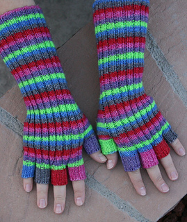 Swirly_twirly_gloves_small2