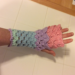 ravelry dragon scale fingerless gloves pattern by sarah the