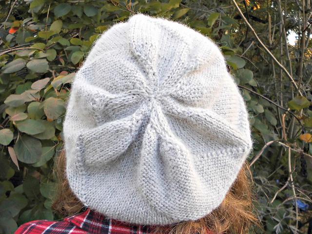 Ravelry: Swirly Slouchy Hat pattern by Winwick Mum