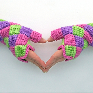 Entrelac_gloves_1_small2