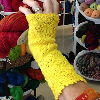 Yellow_rose_mitts_1_small2